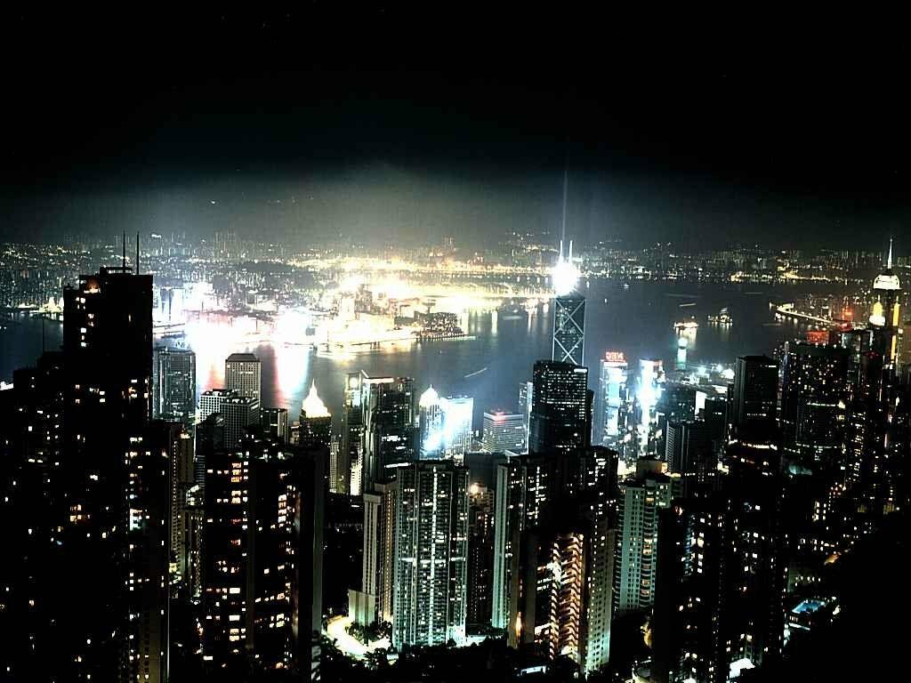 La ville la nuit for Piscine eclairee la nuit